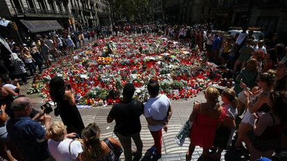 Uno de los altares improvisados en La Rambla, en Barcelona.
