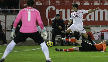 La lesión del portero del Valencia fue una de las claves de la derrota de su equipo contra el Sevilla.