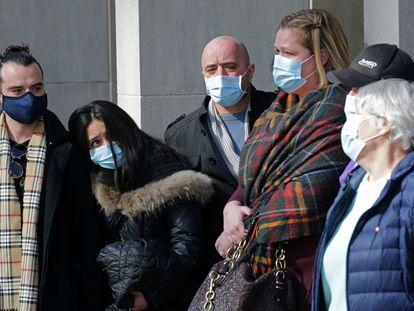 Familiares de las víctimas del atentado de 2018 en Toronto, este miércoles tras la decisión de la justicia de declarar culpable a Alek Minassian.