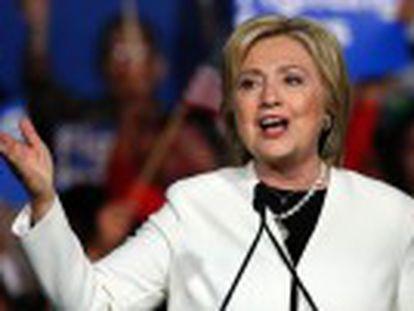 La demócrata, que gana 7 de los 11 Estados, cambia el tono y reconoce al magnate republicano como el enemigo a batir