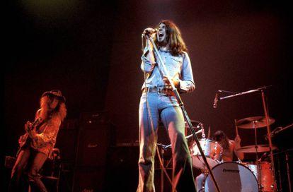 Deep Purple en el Rainbow Theatre de Londres en los setenta. Ian Gillan a la voz. A la izquierda, el bajista Roger Glover. A la derecha, el batería Ian Paice.