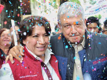 La secretaria de Educación de México, Delfina Gómez, y el presidente, Andrés Manuel López Obrador, tras un mitin en el Estado de México en 2019.