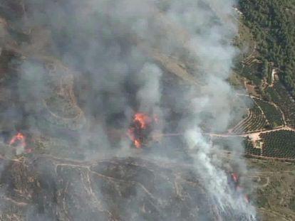 El incendio declarado en Rafelguaraf, en una imagen aérea del 112 de la Generalitat.