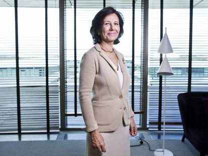 Ana Botín, presidenta del Banco Santander, en su despacho.