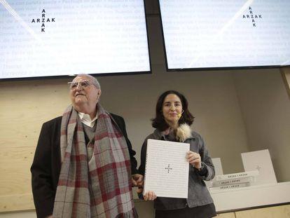 Juan Mari y Elena Arzak, durante la presentación en San Sebastián de su último libro.
