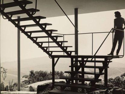 Su primera gran obra fue su propio hogar en Sao Paulo, Casa de Vidro (1949-1951).
