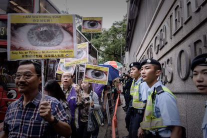 Marcha a favor de Edward Snowden ante el consulado de EEUU en Hong Kong.