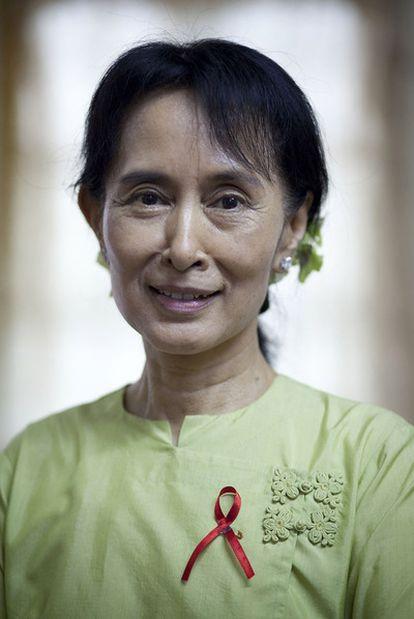 Aung San Suu Kyi, en la sede de su partido en Yangon.