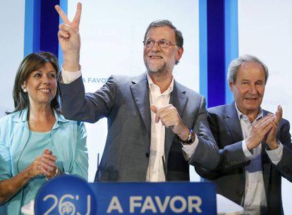 Mariano Rajoy, en Lleida junto a Dolors López y José Ignacio Llorens.