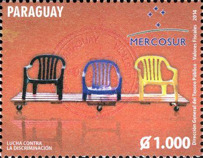 La silla 'monobloc' llegó incluso a una remesa de sellos de Paraguay como icono de la lucha contra la discriminación.  
