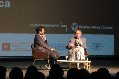 Michel Houellebecq, entrevistado por el escritor argentino Gonzalo Garcés el 10 de noviembre en Buenos Aires.