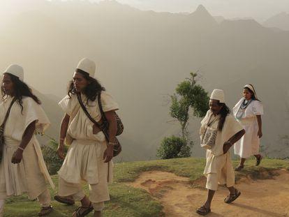 Un grupo de indígenas originarios de la Sierra Nevada de Santa Marta (Colombia).