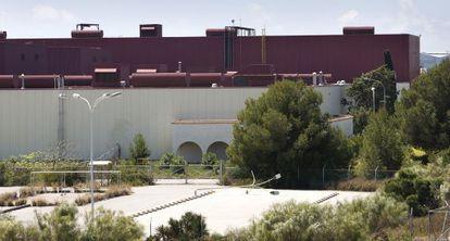 Fachada de la antigua factoría de Delphi en Puerto Real (Cádiz).