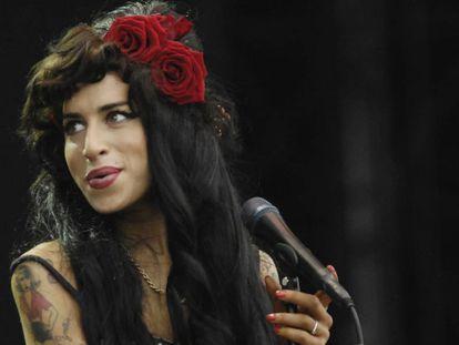 Amy Winehouse durante un concierto en 2008.
