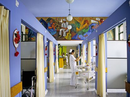 Enfermeras en el Hospital San Vicente de Paúl en Medellín, Colombia.