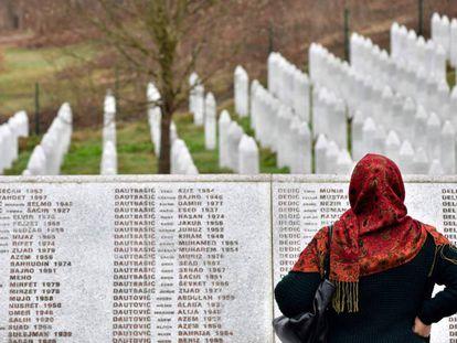 Memorial con los nombres de las víctimas de Srebrenica.