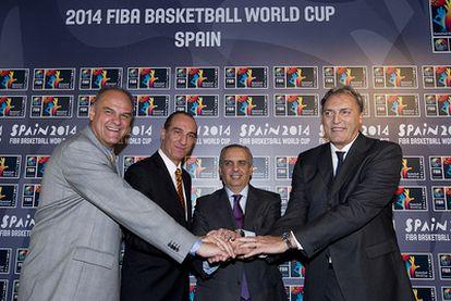 Schmidt, Epi, Sáez y Meneghin, durante la presentación.