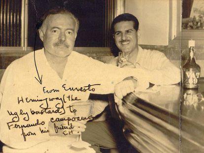 Foto dedicada por Hemingway al periodista cubano Fernando G. Campoamor, en Floridita.