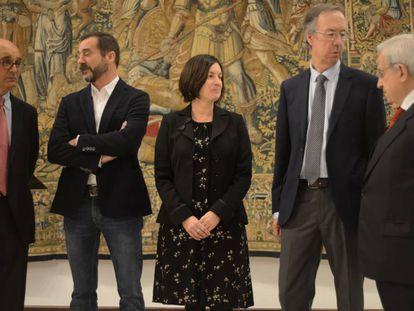 De izquierda a derecha de la imagen, Mikel Legarda, Iñigo Urrutia, Arantxa Elizondo, Alberto López Basaguren, y Jaime Ignacio del Burgo.