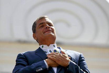 El presidente ecuatoriano, Rafael Correa, asiste a la ceremonia de cambio de guardia presidencial, el pasasdo lunes, en el Palacio de Carondelet, en Quito (Ecuador).