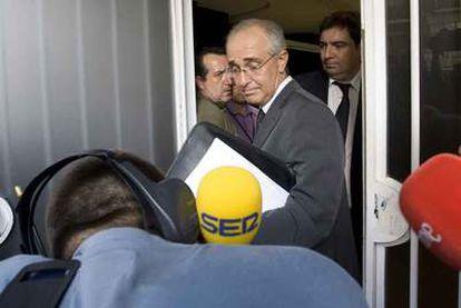 El notario Francisco Moret certifica el veto del Valencia a los informadores.