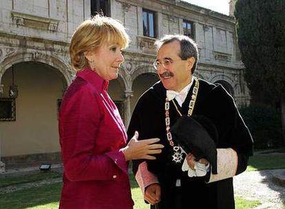 Esperanza Aguirre con Virgilio Zapatero, rector de Alcalá y futuro presidente de los rectores de Madrid.