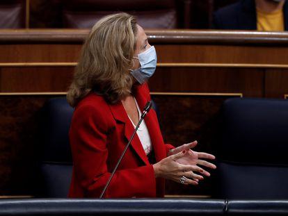 La ministra de Economía, Nadia Calviño, durante la sesión de control al Ejecutivo celebrada este miércoles en el Congreso.