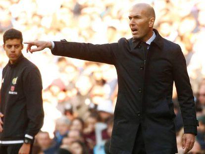 Zidane, durante el duelo ante el Espanyol. En vídeo, declaraciones del entrenador del Real Madrid.