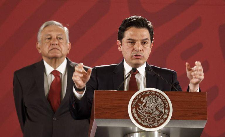 Zoé Robledo, junto a López Obrador, el pasado 1 de mayo.