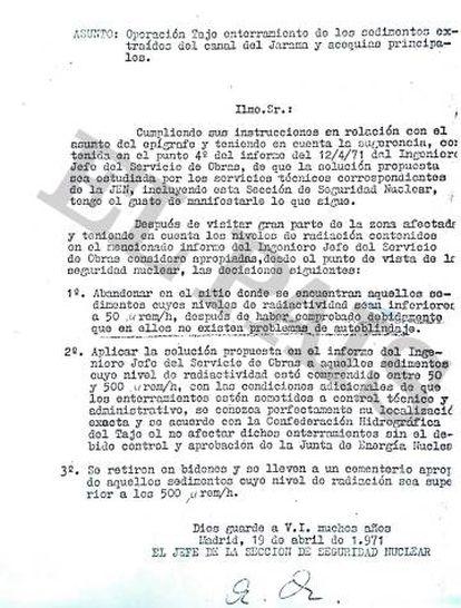 Escrito de la Junta de Energía Nuclear de 1971 en el que se explica que los lodos contaminados se enterrarán.