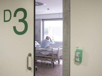 Un paciente en las urgencias del hospital de Bellvitge