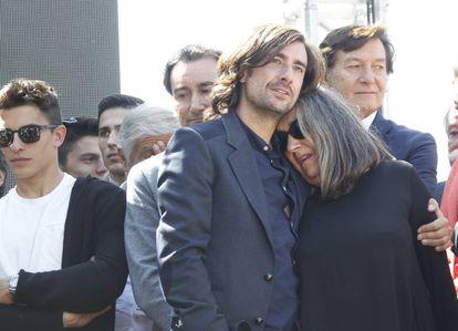Gelete Nieto con su madre Pepa Aguilar en uno de los actos de homenaje a Ángel Nieto.