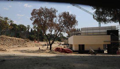 Vista del interior de la finca donde se están realizando las obras, en Alcobendas.