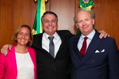 El presidente de Brasil, Jair Bolsonaro, junto a la diputada alemana Beatrix von Storch y a su marido, Sven von Storch, el 26 de julio.