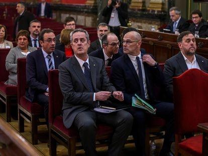 Los políticos catalanes Joaquim Forn, Raül Romeva y Oriol Junqueras, acusados de sedición, en el Tribunal Supremo durante el juicio en febrero de 2019.