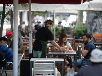 Terraza de un bar del paseo de Sant Joan de Barcelona.