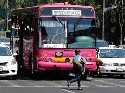 En México, los autobuses 'rosas' empezaron a funcionar en 2008.