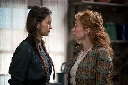 Katherine Waterston y Vanessa Kirby, protagonistas de 'The World to Come'.