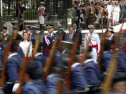 Los Reyes, durante el desfile del Día de las Fuerzas Armadas de 2016, en Madrid.