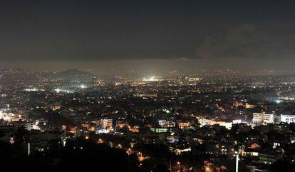 Nube de contaminación sobre el noroeste de Atenas.