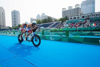 Jota García y su guía en las competiciones, Pedro Andújar, han logrado un séptimo puesto (diploma olímpico) en la prueba de triatlón masculino de los Juegos Paralímpicos Tokio 2020.