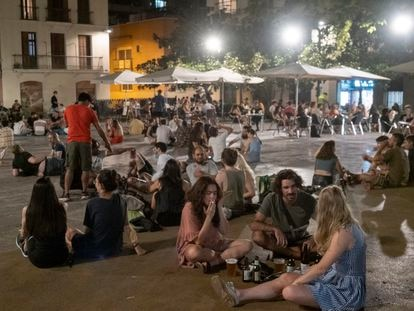 Ambiente nocturno en el barrio de Gràcia de Barcelona el pasado viernes.