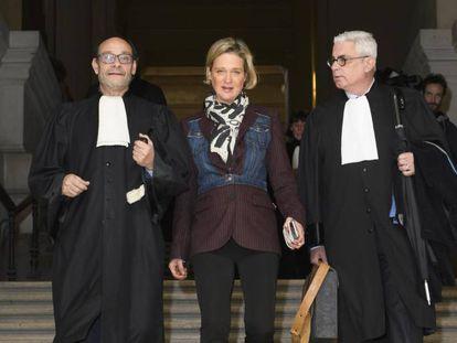 Delphine de Sajonia-Coburgo (antes Boël) acude al tribunal junto a sus abogados en noviembre de 2019.