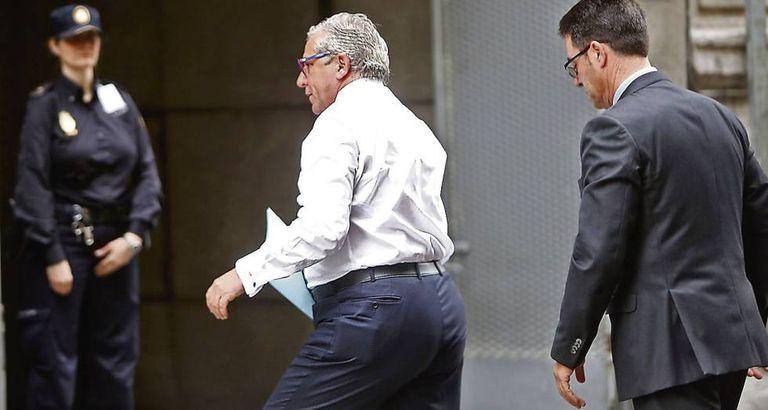 El comisario Carlos Salamanca acude a declarar a la Audiencia Nacional, en 2014.