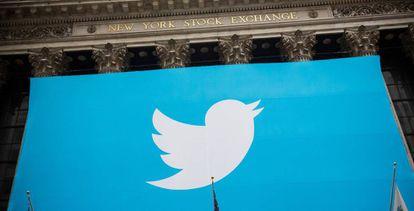 El logo de Twitter en el parqué de Nueva York