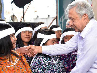 López Obrador, durante una gira por Chihuahua, donde puso en marcha un programa de créditos.