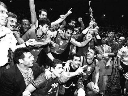 La plantilla de la Penya celebra la Copa de Europa en 1994.