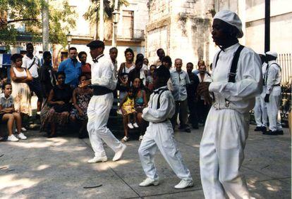 """Rumba cubana. """"Los Muñequitos de Matanzas"""", por las calles de Matanzas."""