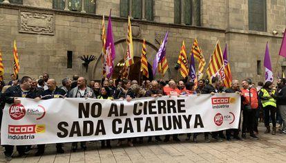 Trabajadores del matadero de pollos Sada protestan en Lleida.