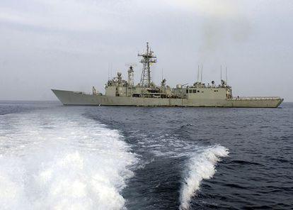 """La fragata """" Victoria"""" , de la Marina Española, que será enviada a Somalia para luchar contra la piratería en aguas del Índico."""